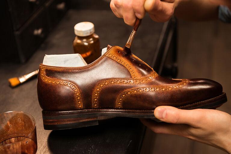 pantofi vopsiți manual
