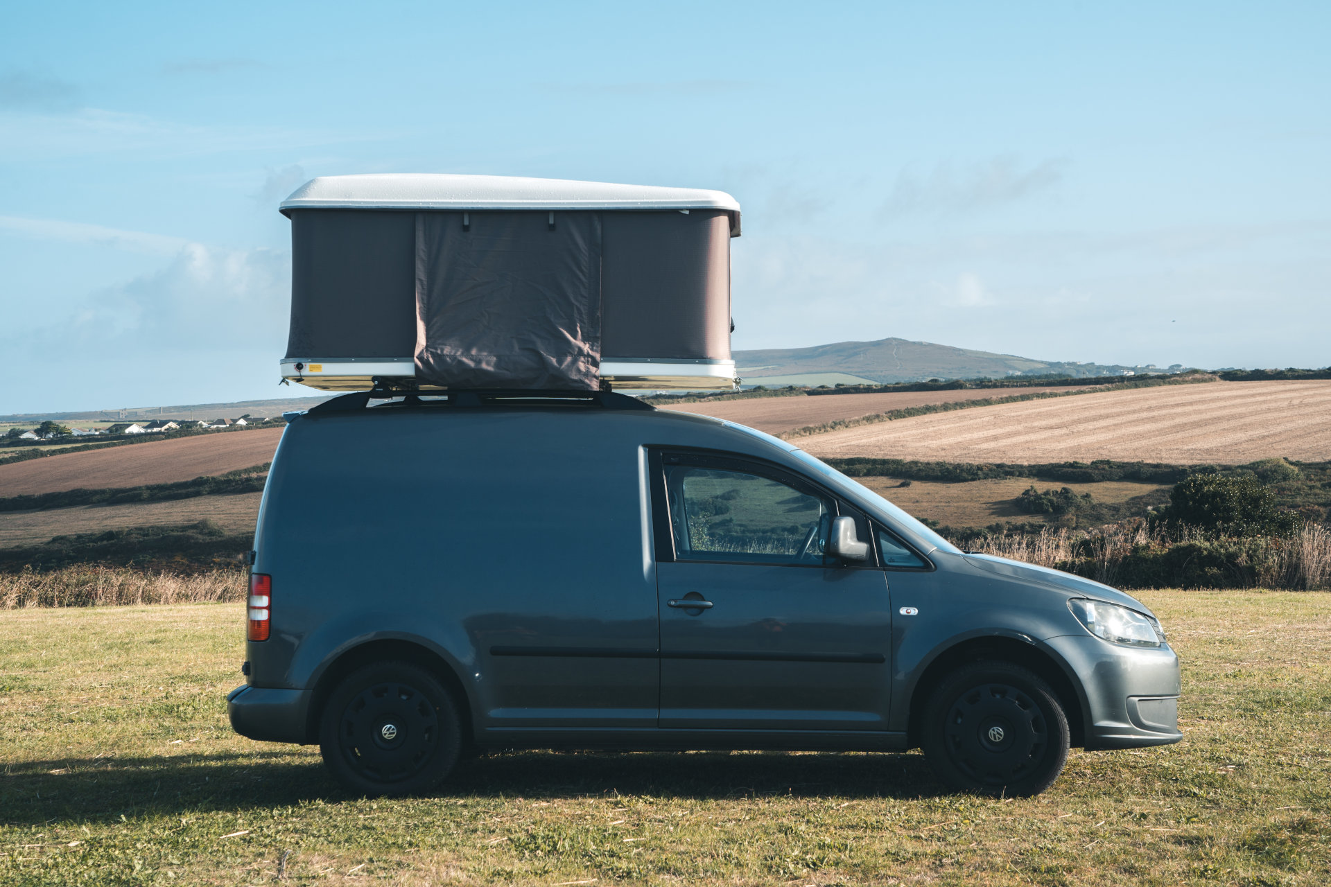 Direct4x4 Accessories UK | Hard Shell Expedition Roof Top Tent